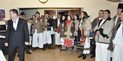 Colindatorii pentru cauze nobile. Un grup de oameni generosi canta de Craciun pentru a-i ajuta pe copiii bolnavi de leucemie