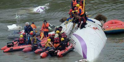 Avion prabusit in Taiwan. Pilotul este considerat erou pentru ca a reusit sa evite o tragedie mai mare