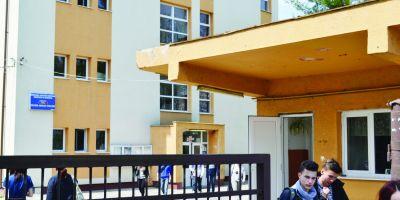Cum a fost sanctionat profesorul de Religie care a distribuit brosuri homofobe intr-un liceu din Brasov