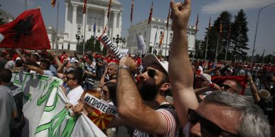 Peste 20.000 de protestatari au iesit in strada in Macedonia pentru a solicita caderea Guvernului