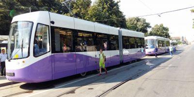 Singurele tramvaie cu aer conditionat din Timisoara, interzise calatorilor. Garniturile sunt folosite, momentan, doar pentru parada