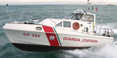 Un roman care a plutit in deriva 12 ore pe Marea Adriatica a fost salvat de Paza de Coasta italiana