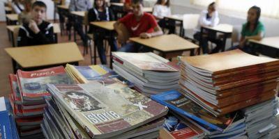 Solutie de avarie: manuale scolare gratuite de doar de 55 de lei