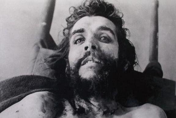 IMAGINI RARE cu JFK, Che Guevara, Bruce Lee sau PRINTESA DIANA in momentul inmormantarii sau la AUTOPSIE l Galerie foto SOCANTA