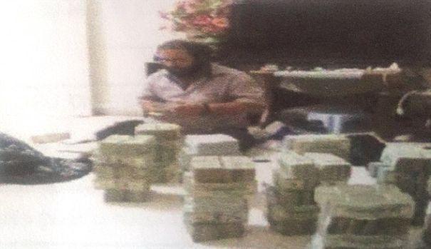 Membrul ISIS din spatele AFACERII PETROLIERE de un milion de dolari pe zi. Fortele speciale americane au obtinut DOCUMENTE IMPORTANTE despre operatiunea CONTABILULUI JIHADIST