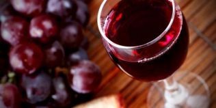 De ce este bine sa bem un pahar de vin pe zi: consumul moderat de alcool ne face mai sanatosi si mai fericiti