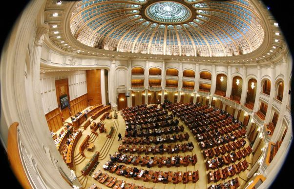 Vine o toamna incinsa in Parlament