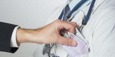 Medic militar ORL de la Spitalul Militar, care ar fi cerut bani pentru interventii chirurgicale, trimis in judecata