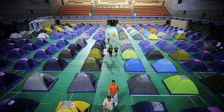 Fenomenul campingului in universitatile din China: cazare in corturi pentru parintii care-si insotesc copiii la facultate