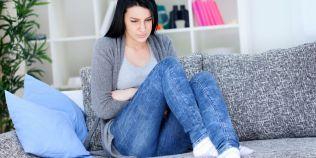 Chisturile ovariene pot provoca dureri severe si varsaturi. Care sunt simptomele cancerului ovarian