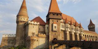 Topul minciunilor senzationale despre Castelul Corvinilor: beciul lui Vlad Tepes, fantana sapata de turci si tunelul secret