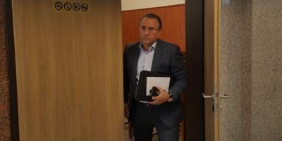 Fostul primar Gheorghe Nichita, condamnat la patru ani de inchisoare, tine cu dintii de salariul din bani publici