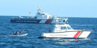 VIDEO Nava cu migranti la bord, escortata in Portul Constanta