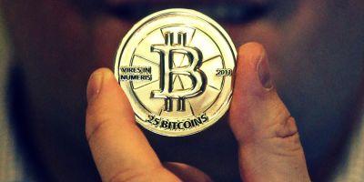 Bula Bitcoin se dezumfla, incet. Cotatia monedei virtuale a scazut cu aproape 30%, pana spre 10.000 de dolari