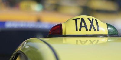 Razie a politistilor printre taximetristii de la aeroporturi: peste 120 de amenzi in doar doua ore, un permis si 11 certificate de inmatriculare au fost retinute