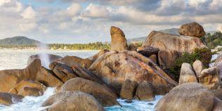 O turista i-a infuriat pe localnicii unei insule. S-a dezbracat in fata unei roci sacre in forma de penis