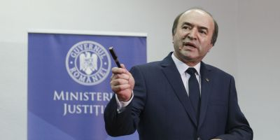 Reactia ministrului Justitiei dupa refuzul presedintelui Iohannis de revocare din functie a sefei DNA. Ce-i raspunde Augustin Zegrean